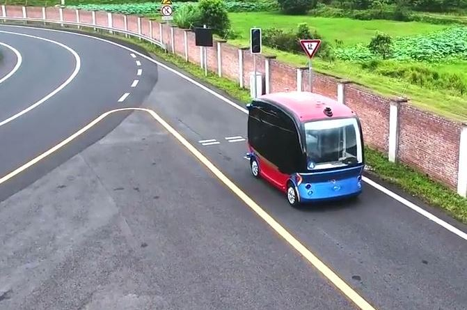 Apolong, Baidu, Apollo - Bild 4 , Autonom Bus, China - on road - Beiragsdbild für emoove.net