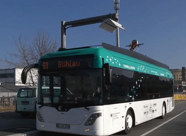 Frauenhofer-Institut-Pantograph-Ladung-an-Elektrobus-in-Dresden-E-Bus-Foto-Frauenhofer-Institut
