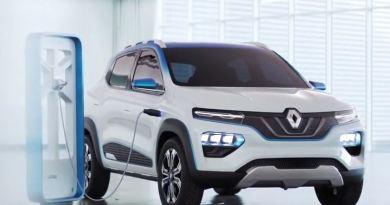Renault, Dacia - K-ZE - beim Laden an der Ladesäule. von vorne links, silber - Erstes Elektroauto für unter 5000 €.