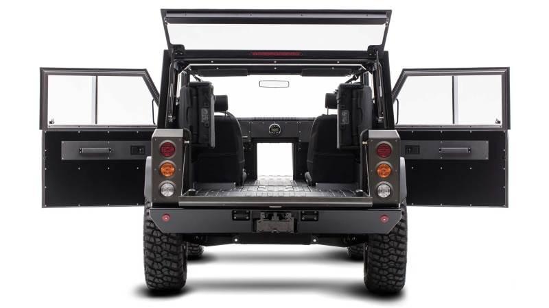 Bollinger B1 + B2 - - Von hinten - Mit geöffneten Türen - Durchladung möglich -Allrad Electric Truck - Elektroauto - Foto Bollinger  , Atlis XT Elektro Pick Up aus Amerika.