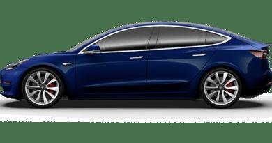 Tesla-Model-3-blau-metallic-Fahrerseite-Foto-Tesla