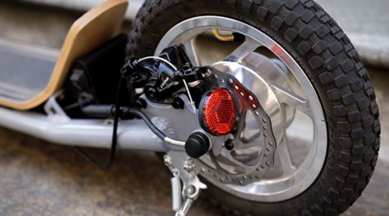 E-Tretroller Nito N1e -Detail Hinterrad mit Scheibenbremse, 720 € , Foto Einfallsreich
