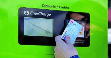 Ladesäule mit Bezahlmöglichkeit EC + Kreditkarte - Bis zu 500 Watt, 1000V Ladeleistung- Bild enercharge.at