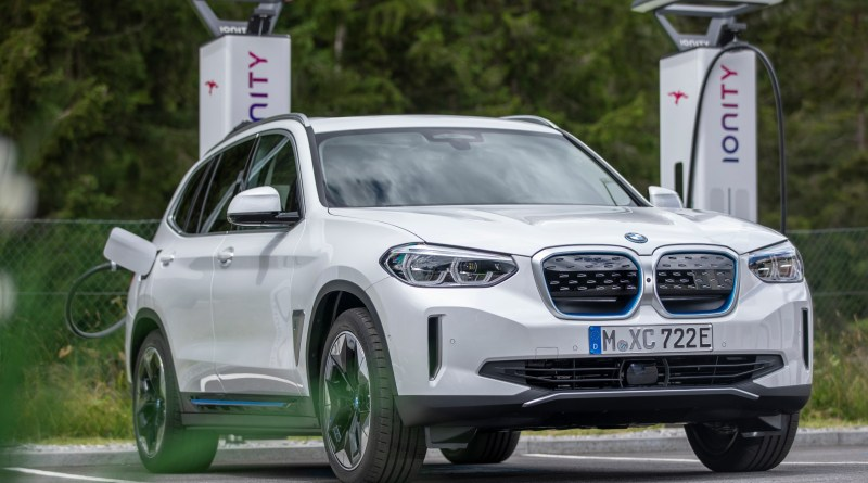 BMW-iX3-an-ionity-charging-station