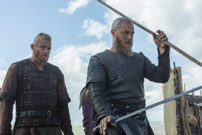 Vikings_402_Hero_3._V524742321_RI_SX940_