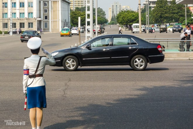 5-pyongyang-traffic-lady