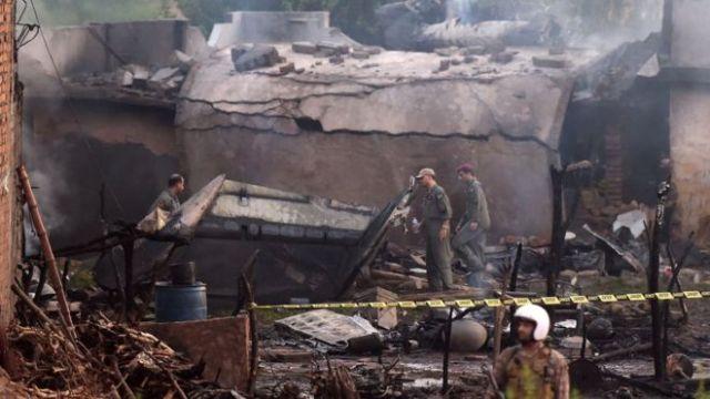 pakistan army plane crashes