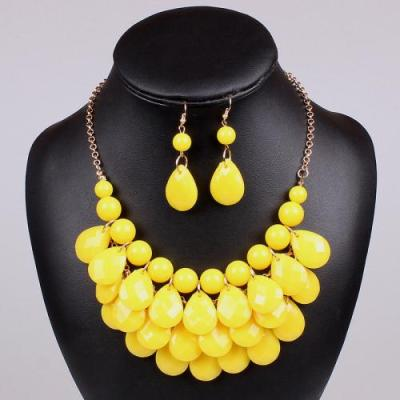 Teardrop fashion necklace with earrings Yellow