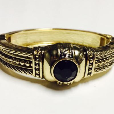 Black gem and gold thin bangle