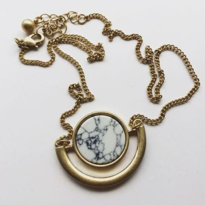 Full moon necklace white marble 2