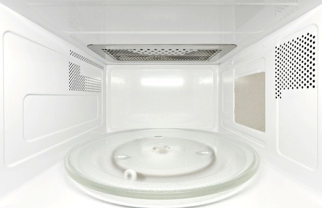 how to clean a microwave with common