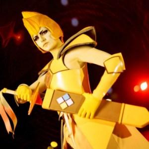 kinetic cosplay as yellow diamond with sword