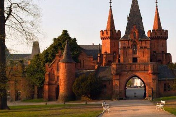 2651_cerveny-zamek