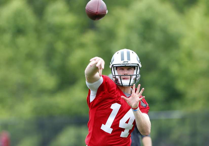 Could the New York Jets draft a quarterback in 2021 if Sam Darnold doesn't improve?