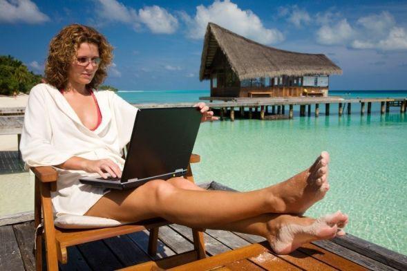 laptop-beach1 (1)