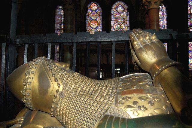 Tumba de Edward de Woodstock, heredero al trono Inglés, en la Catedral de Canterbury.