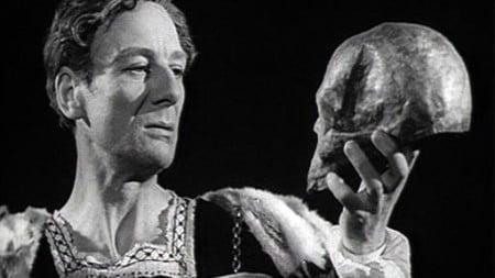 Sir-John-Gielgud-as-Hamlet