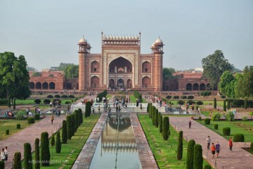Darwaza – entrada al Taj Mahal.