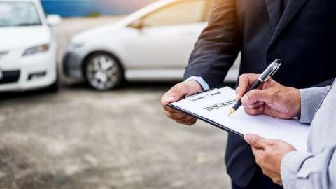 Handy Tips for Saving on Car Insurance While Keep Yourself Optimally Protected