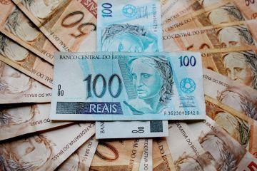 Dinheiro simbolizando o valor liberado no empréstimo consignado