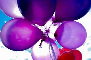 balões comemorando os 13 anos da Emprestimofacil.com e 2 da uConecte