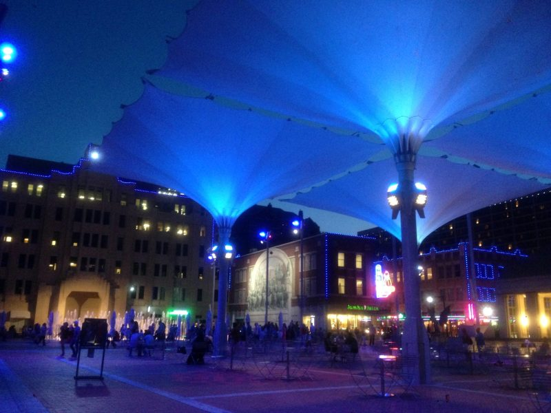 Explore Sundance Square like a local 1 Sundance Square is the heart of downtown Fort Worth. It is a 35-block area filled with restaurants, boutique shops, art galleries, and hot nightspots. It b