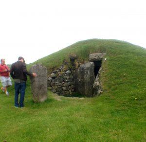 burial chamber, bryn celli Ddu, wales,
