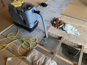 床下漏水バキューム作業
