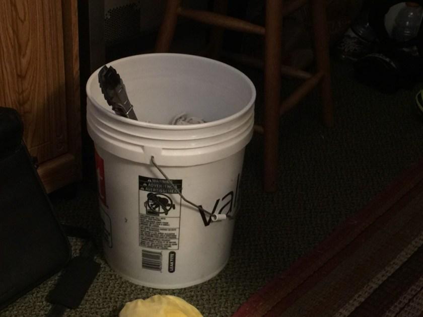 5 gallon bucket with stirrer