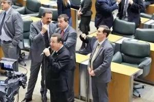 Leo Oliveira discursando no Plenário
