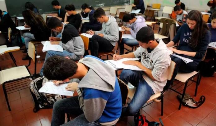 Estudantes realizando provas do Enem