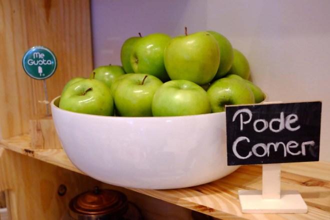 Já provou todo os sabores? Tá! Pode pegar uma maçã...