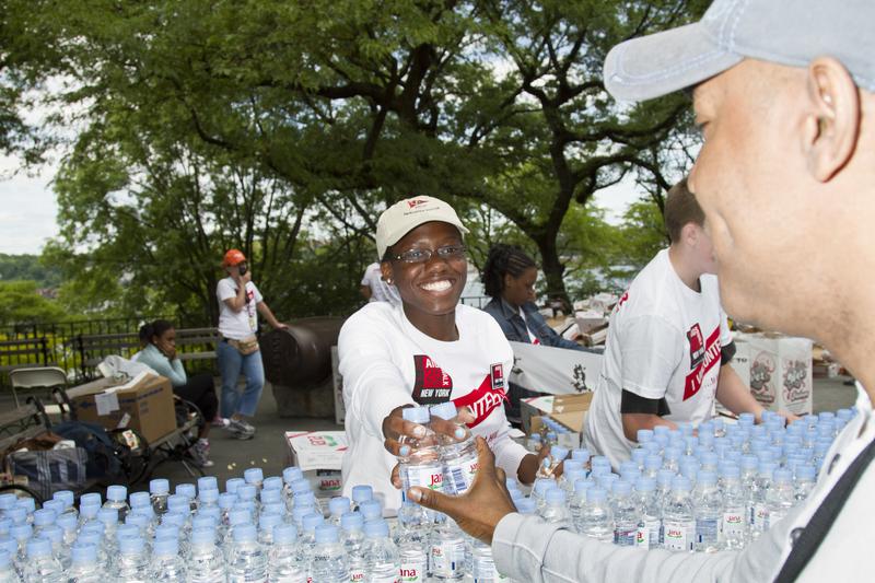 dreamstime s 14335349?fit8002C533 - Homeópatas Sin Fronteras recauda 500 litros de agua y 10 sobres de azúcar para curar el SIDA