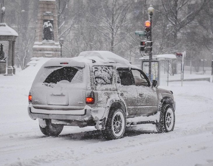 Vehicle in Snow clear tailpipe