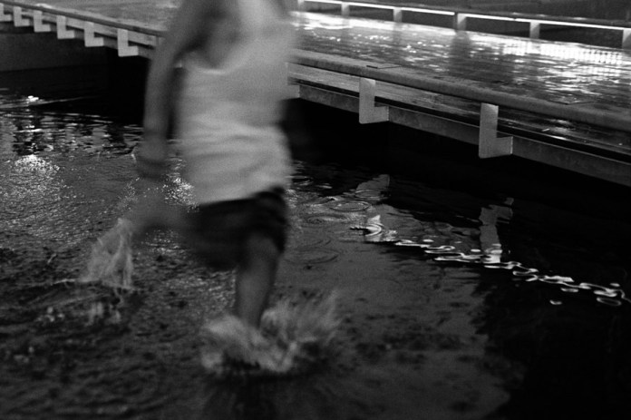 Anonymous Splash - 35mm Kodak TMax400 souped in HC110 (1:50 for 10min)