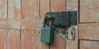 Lock-xidized - Fuji Press 800 shot as ISO800