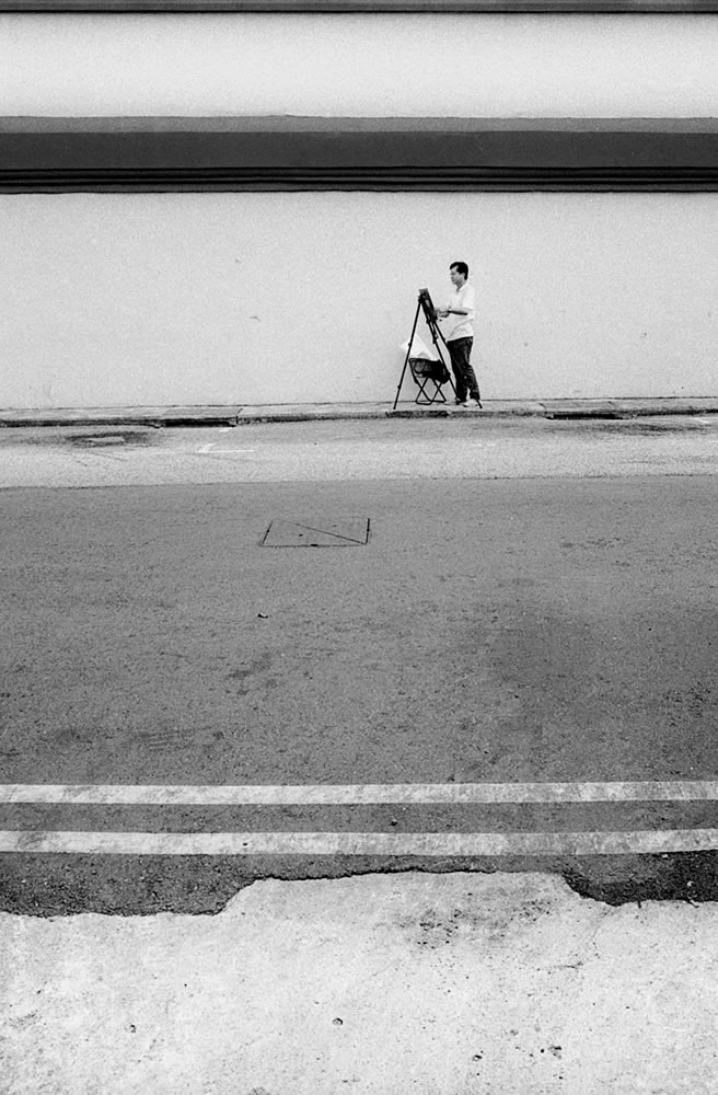 Artist, Singapore - Leica M6 / 28mm Elmarit / Ilford HP5+ / Ilford HC