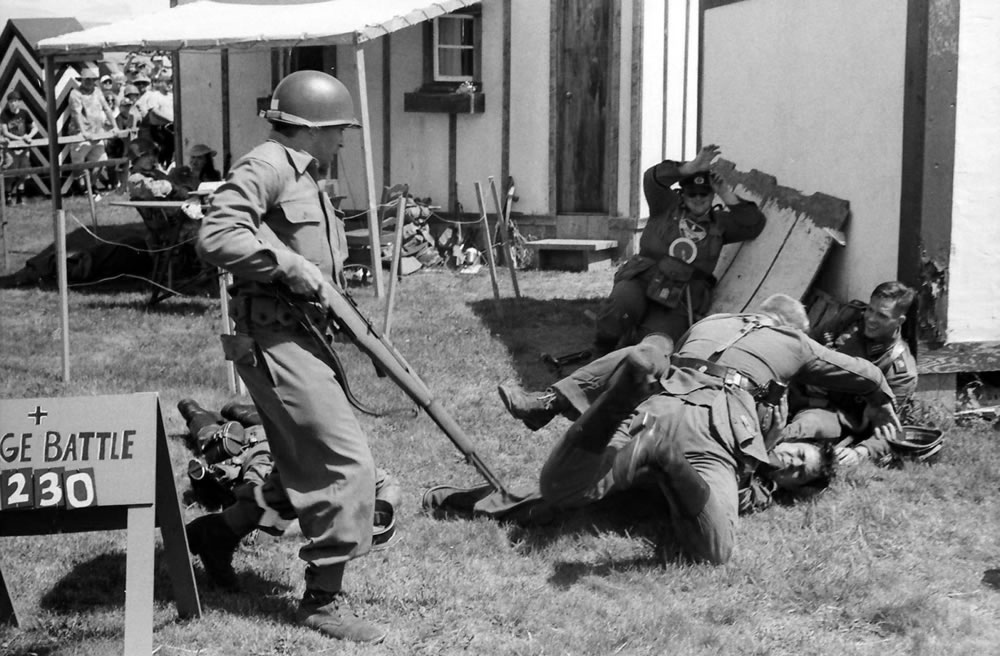 Battle scene, American GI and Germans, 6/15, HP5 in HC110 Dilution H