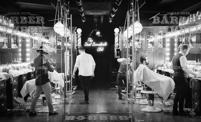 Barber, Barber, Ilford XP2 Super, Leica M6 TTL, 2016