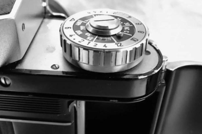 Exacta Varex IIb - Self Timer and Film Cutting Knife