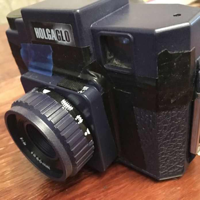 Holga 120N review - shutter mode switch (right)
