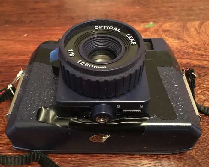Holga 120N review - shutter mode switch (bottom)