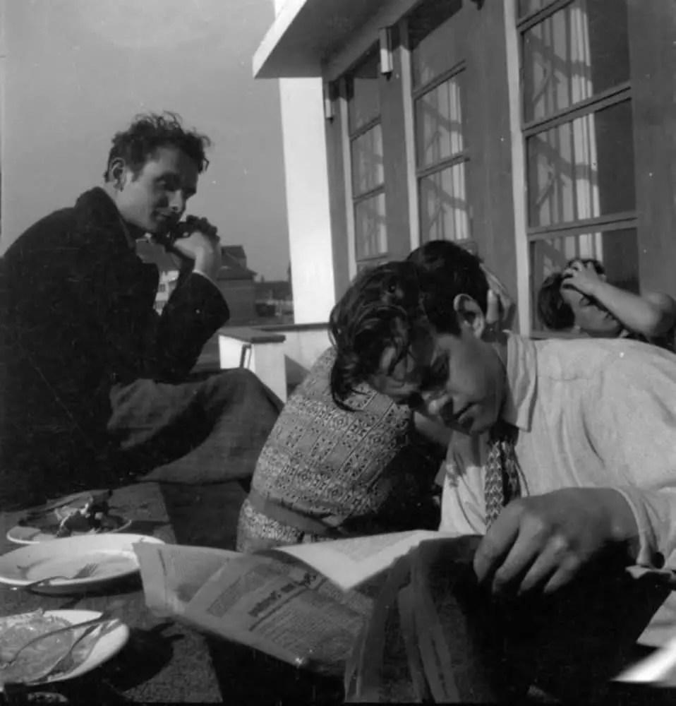 Relaxation on the Bauhaus terrace, photo: Ivana Tomljenović, Dessau, 1930. Museum of Contemporary Art Zagreb / © The Avantgarde Museum. Source: https://www.bauhaus100.de/en/past/people/students/ivana-tomljenovic/index.html