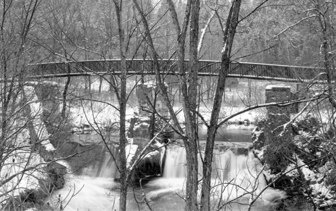 Bridge Credit River - Kodak T-MAX 100