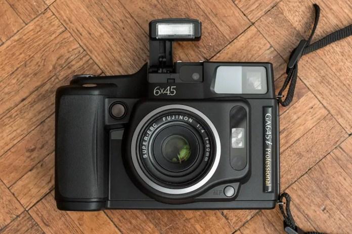 Fuji GA645i - Camera flash