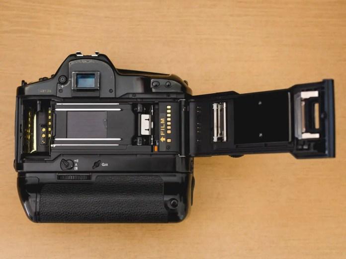 Juan Gauna - Canon EOS1 - Film door open