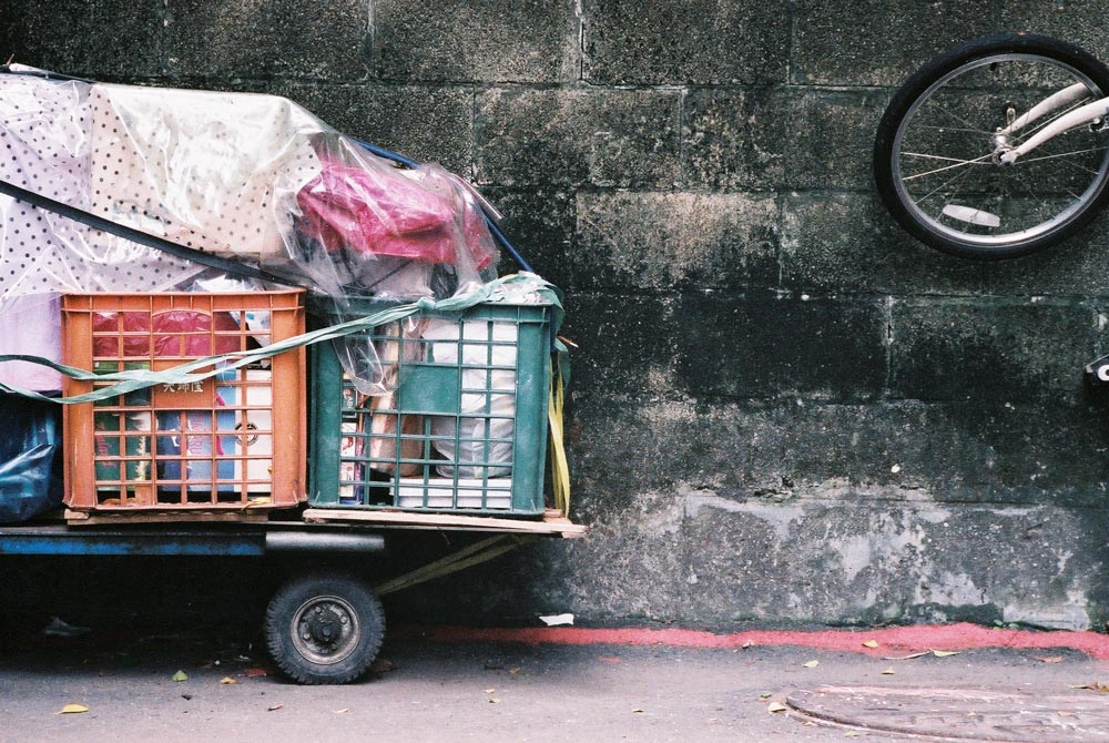 Recyc - Shot on Fuji Natura 1600 at EI 1600. Color negative film in 35mm format.