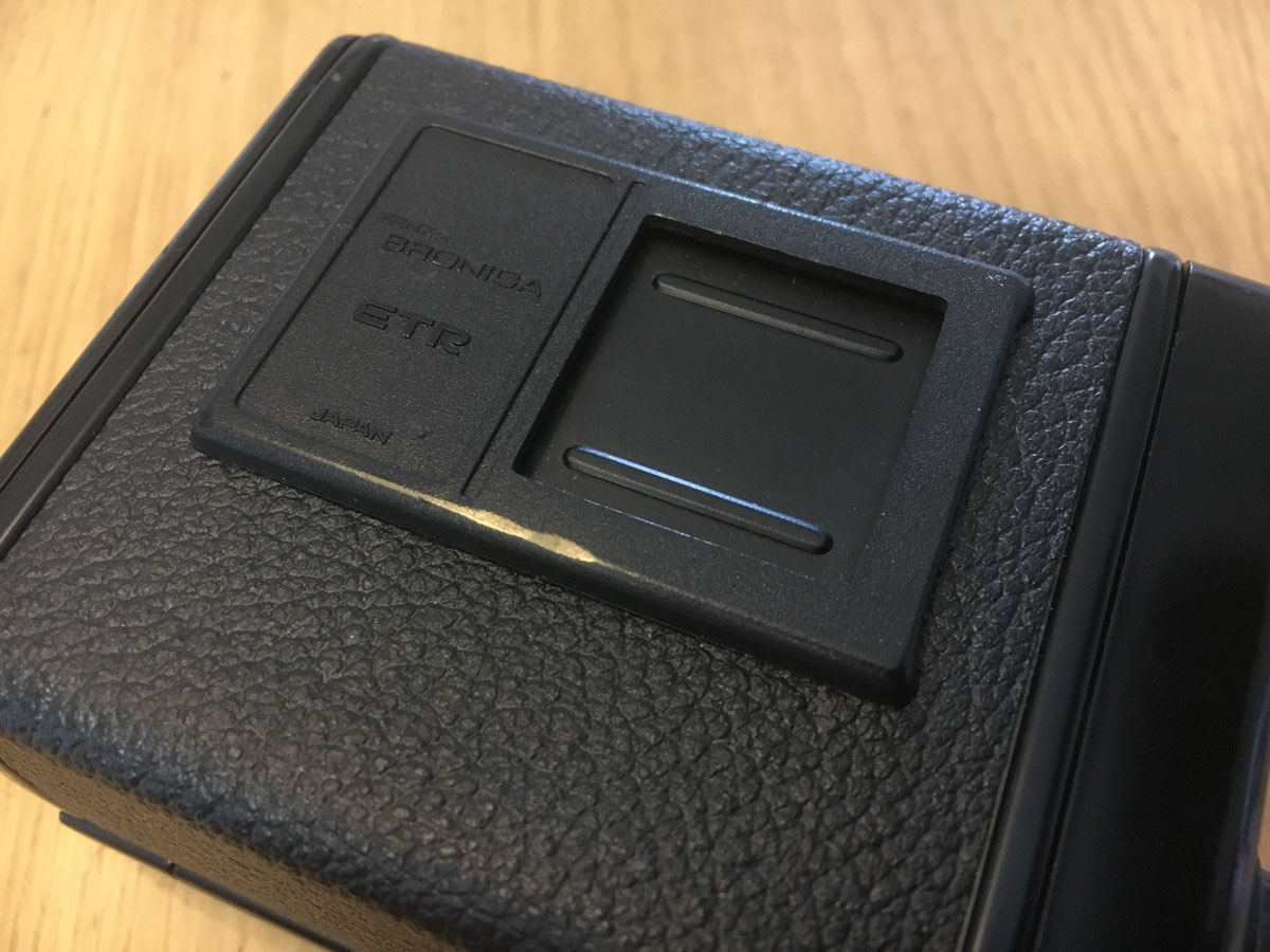 Bronica ETRS Review - Film back (rear)