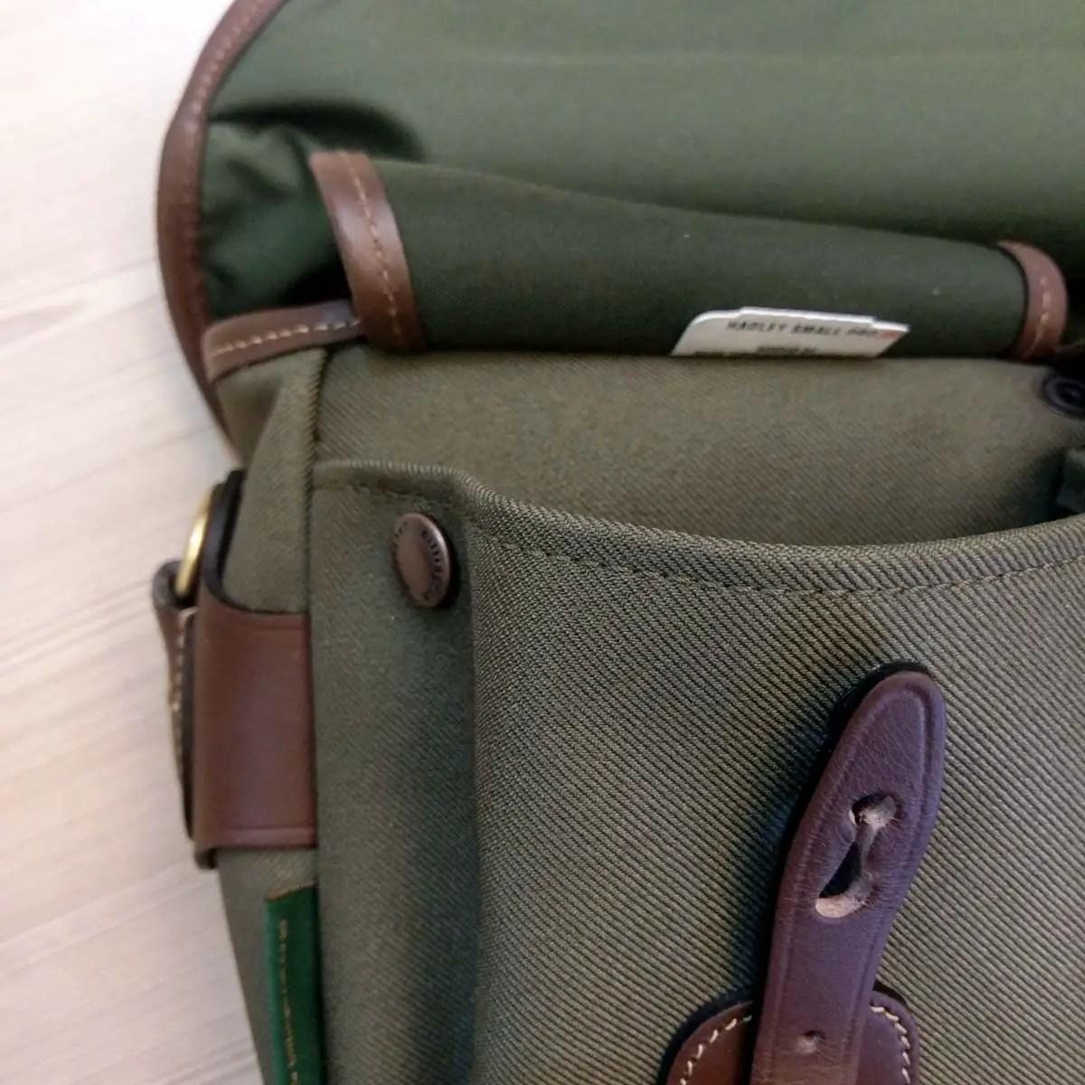 Billingham Hadley Small Pro - Dump pocket button open 01