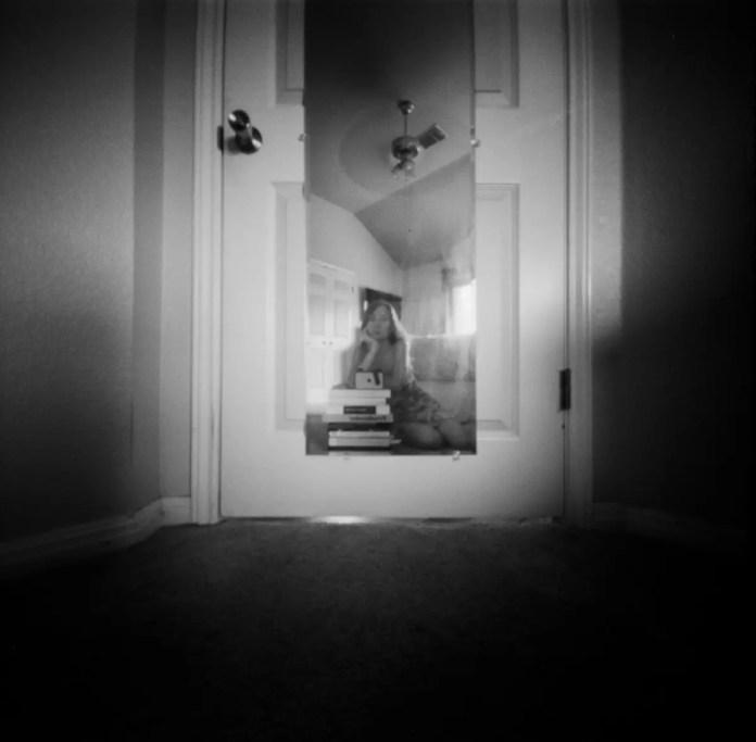 Self portrait - Ondu Pinhole - Kodak Tri-X 400
